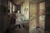 Skolkorridor med murket golv. Foto Hans J, juli 2012.