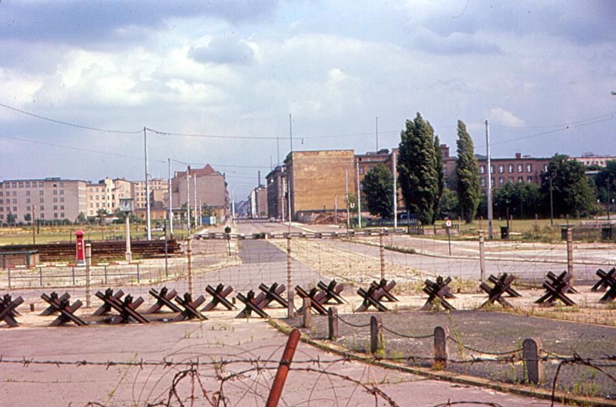 berlinmurens fall slutet på kalla kriget