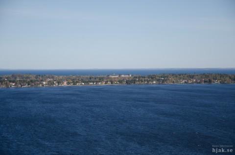 Bottensjön och Vättern med Karlsborg i mitten. Foto Hans J.