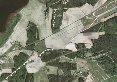 Bakom och Gamla Uom vid Karlsborgsbasen. Karta via Hitta.se.