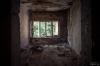 Rester av gardiner i arbetsrum. Foto Hans J, juli 2012.